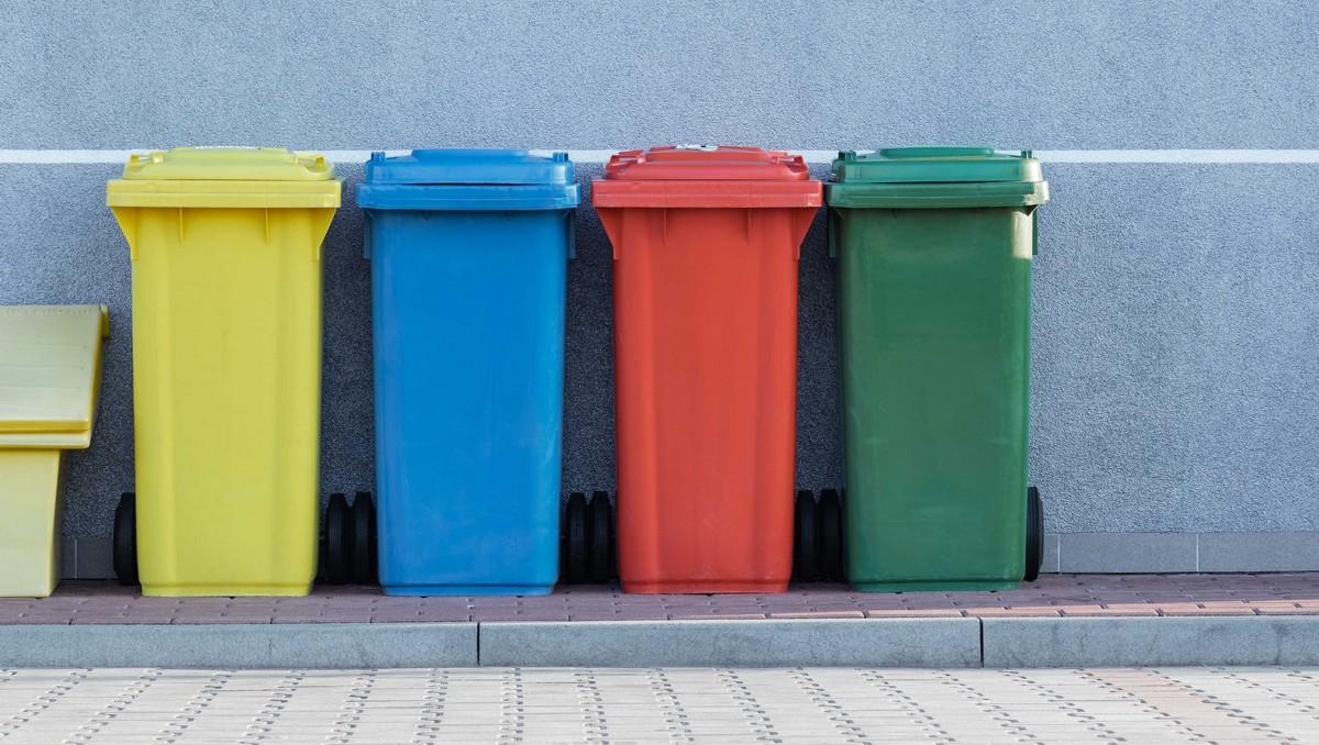 Recyklaci odpadu začněte tříděním do příslušných popelnic.